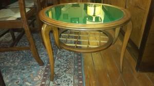 Tavolino basso con vetro verde anni '50/'60