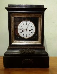 Orologio da tavolo cassa in legno laccato XIX secolo